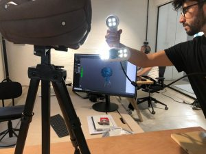 ACADEMIA Peel 3D scanner scanning a ball with direct computer data