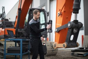Creaform Go!SCAN SPARK structured light 3D scanner measuring hydraulic excavator linkage for reverse engineering or inspection