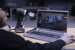 Rob Parson escaneando una transmisión T-56 con el HandySCAN 3D | SILVER Escáner 3D
