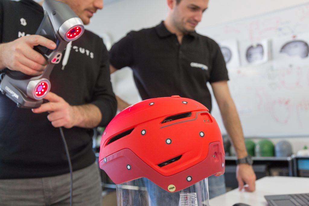 3D-Scan eines Helms während des Designprozesses mit dem HandySCAN SILVER