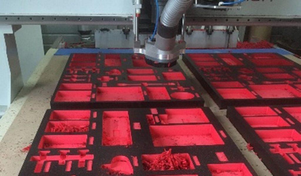 Máquina de alta precisión con control numérico de espumas de planchas