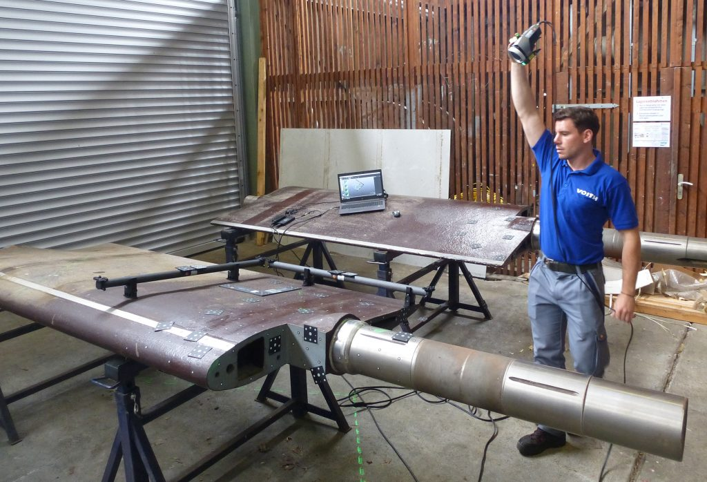 Voith employee using photogrammetry with MaxSHOT3D to measure a large guide vane