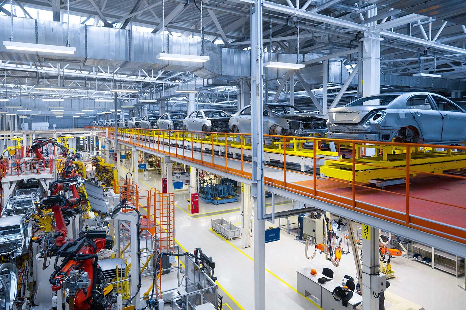 linea di produzione automatizzata di automobili su 2 piani