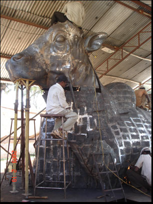 The birth of a 12-ft tall metal bull